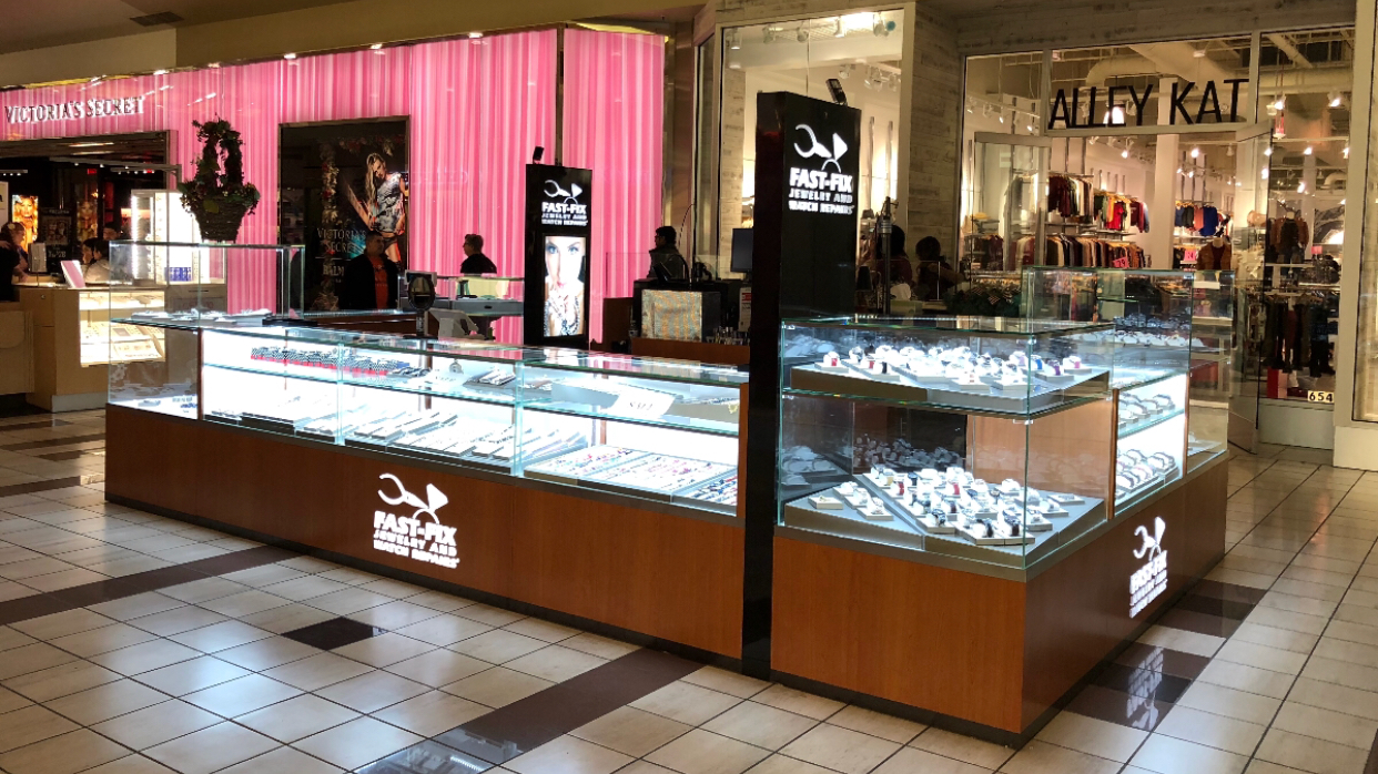 Fast-Fix Jewelry and Watch Repairs kiosk in the Alderwood Mall